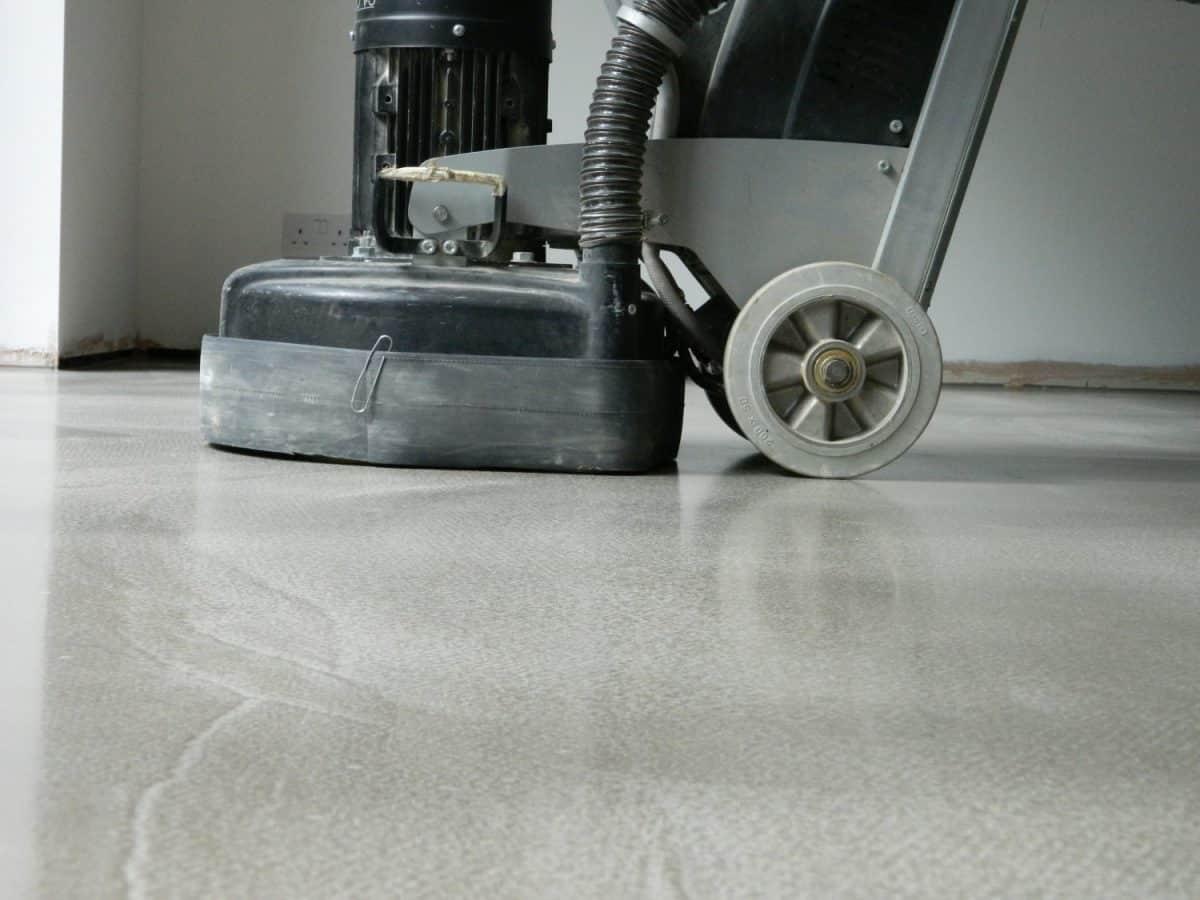 Polishing a polished concrete floor